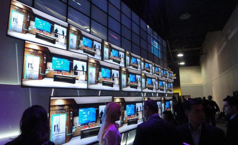 consumer-electronics-show-2011-vegas-ces-show-nevada-lg-thinnest-tv-ever