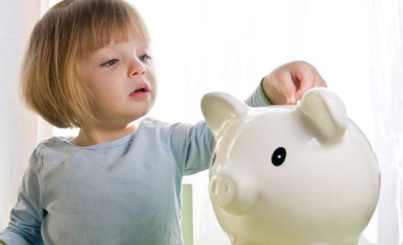 girl-saves-money